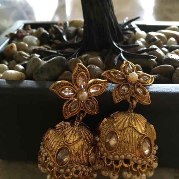 Indian kundan jumkhi earrings